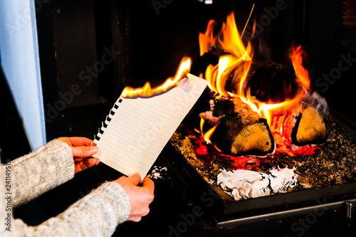 Valokuva  papierblatt verbrennen im feuer I