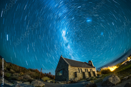Fotografie, Obraz  An abandoned house under the beautiful night sky
