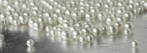 white pearl beads wedding background Fototapete