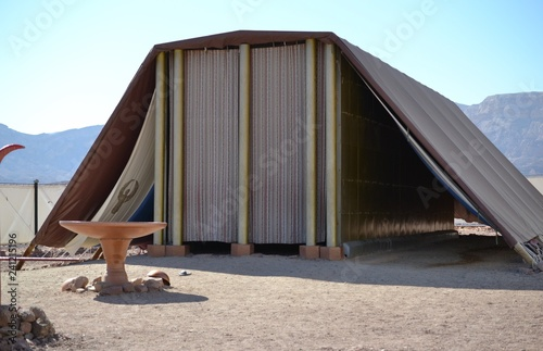 In de dag Bedehuis Model of Tabernacle, tent of meeting in Timna Park, Negev desert, Eilat, Israel