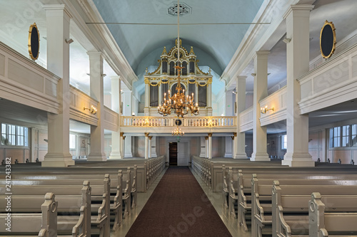 Photo sur Aluminium Edifice religieux Interior of the Old Church of Helsinki, Finland. The church was built in 1824-1826 by design of the German architect Carl Ludvig Engel. The organ by Per Larsson Akermann was installed in 1869.