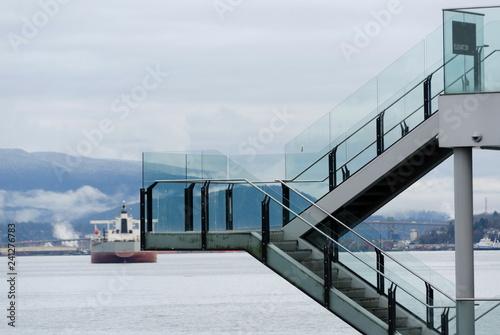 Fotografía  Ferry in Coal Harbor near Sea Wall waterfront in West Vancouver