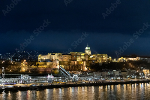 Spoed Foto op Canvas Historisch geb. Aerial view of Budapest at night