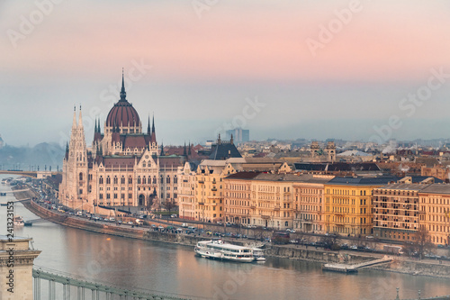 Spoed Foto op Canvas Historisch geb. View of Budapest parliament at sunset, Hungary
