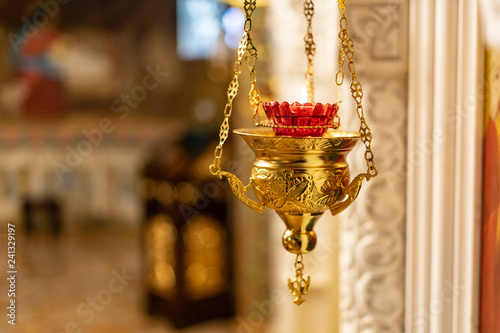 Fotografía  Golden orthodox censer on temple background
