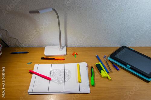 Fotografía  children's drawing craft table