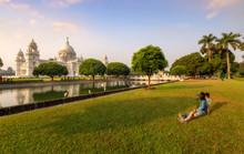 Tourist Couple Capture The Sunrise Hour At The Victoria Memorial Kolkata