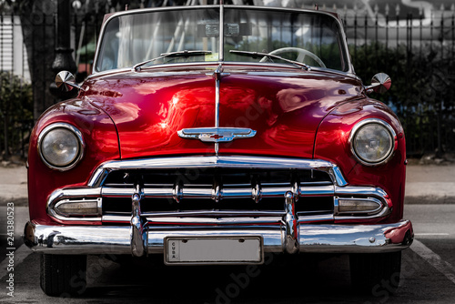 Foto op Canvas Vintage cars Oldtimer in Havanna Kuba rot