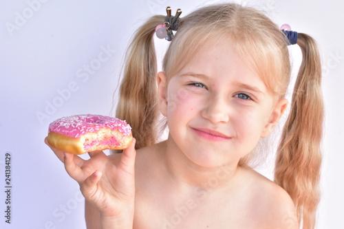 Valokuva  little girl and donut,