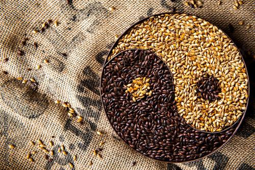 Fotografie, Obraz  Brewing malts yin yang symbol