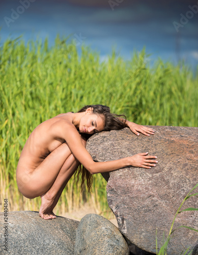 In de dag Akt Young beautiful naked woman enjoying summer time at the beach