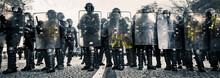 Police CRS Et Boucliers Face A...