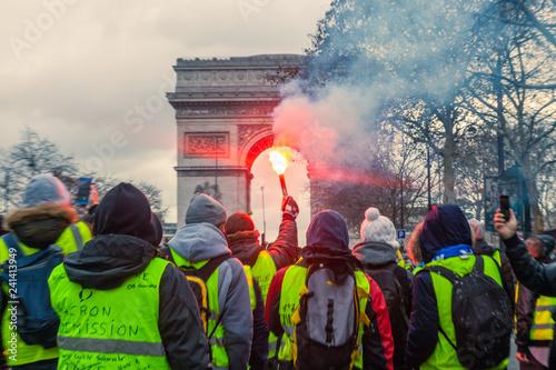 Fotografie, Obraz  Fumigène Arc de Triomphe manifestation gilets jaunes