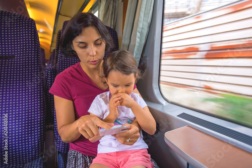Fotografía  Mother and her daughter enjoy the train trip