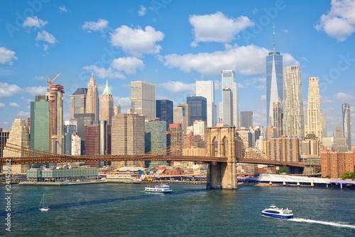 Deurstickers Amerikaanse Plekken New York City skyscrapers and Brooklyn Bridge, United States