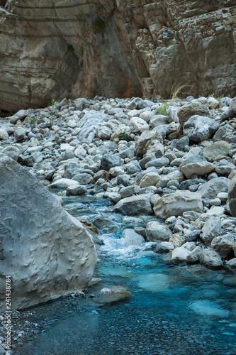Foto  Mountain river among boulders