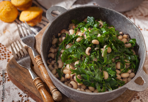 Fotografija Collard Greens and Black Eyed Peas in a Rustic Pot