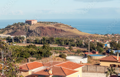 Fotografía  Village of La Orotava on the island of Tenerife with the sea in the background