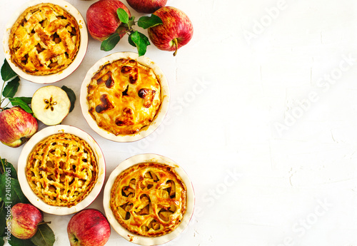 Photo  Tradition American Apples Pies on white background