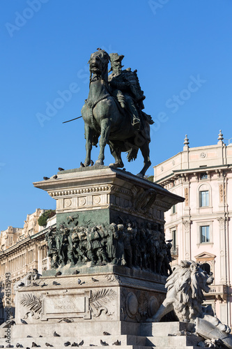Foto op Aluminium Historisch mon. Monument to king Victor Emmanuel II on Cathedral Square , Milan, Italy