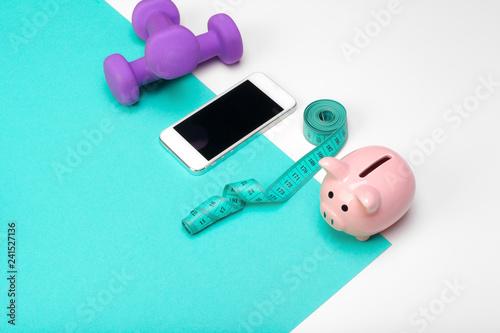 Fotografía  Piggy bank with dumbbells