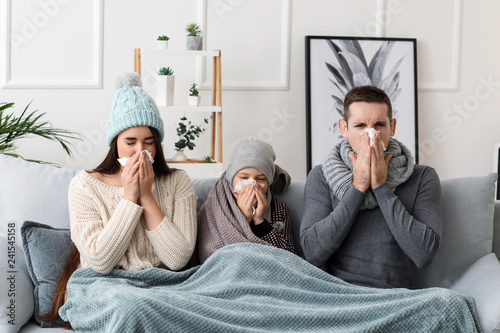 Obraz Family ill with flu at home - fototapety do salonu