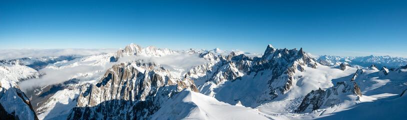 piękny panoramiczny krajobraz widok europy alps krajobraz z aiguille du midi chamonix we francji