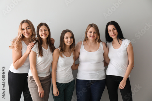 Photographie  Beautiful young women on light background