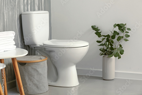 Fotografia  Modern interior of restroom with ceramic toilet bowl
