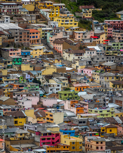 Photo  Overview of the City of Quito Ecuador with houses bunched together