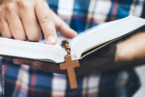 Stampa su Tela Man holding and reading the holy Christian Bible