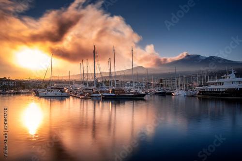 Plakat Pył popiołu wulkanicznego o zachodzie słońca