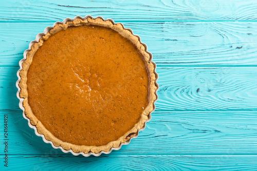 Foto  Homemade american traditional pumpkin pie