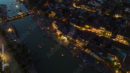 Foto  Aerial view of Hoi An old town or Hoian ancient town in night