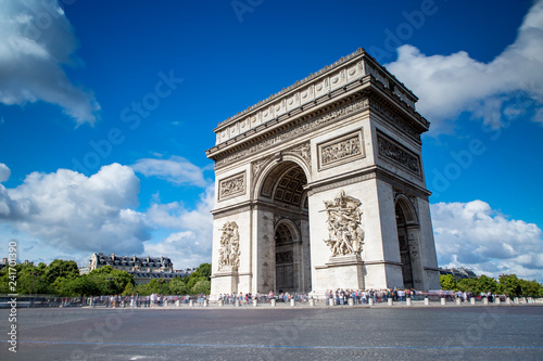 Valokuva  Arc de Triomphe on the Champs Elysees in Paris