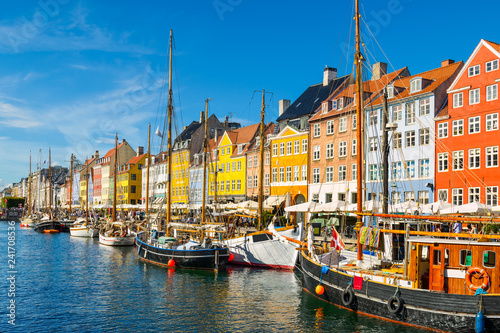 Photo  Nyhavn in Copenhagen, Denmark on a sunny day