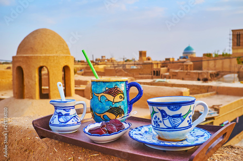Photo Lunch on adobe roof, Yazd, Iran