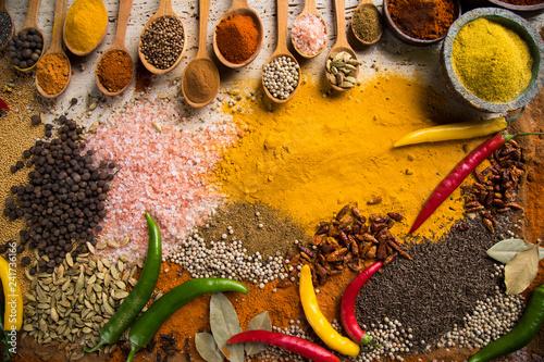 Foto op Aluminium Aromatische Hot spices in wooden bowls