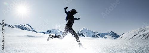 Papiers peints Glisse hiver Frau im Schnee