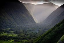WAIPI'O, HAWAII: This Lush Val...