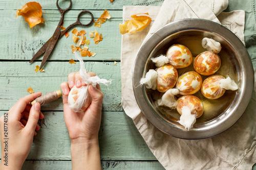 Fotografie, Obraz  Eggs with a pattern onion peels