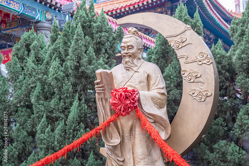 Valokuva  Yue Lao (God of marriage) in Wong Tai Sin Temple, is well known for love and marriage prayers answered