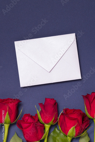 Fotografía  Valentines day message background,seamless blue background with red roses, note,
