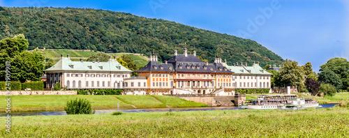 Deurstickers Oude gebouw Schloss Pillnitz in Dresden mit Raddampfer