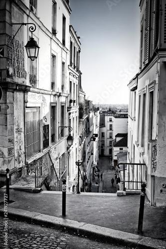 Obraz Narrow street in Montmartre, Paris, France - fototapety do salonu