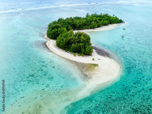 Foto auf AluDibond Licht blau An aerial view of Muri Lagoon on Rarotonga in the Cook Islands