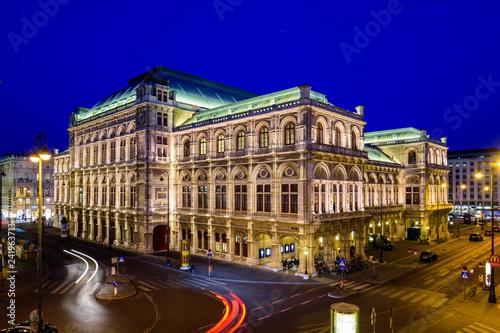Deurstickers Theater Staatsoper in Wien in der blauen Stunde