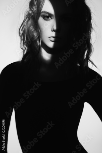 Tuinposter womenART Black and white fashion portrait of beautiful lady