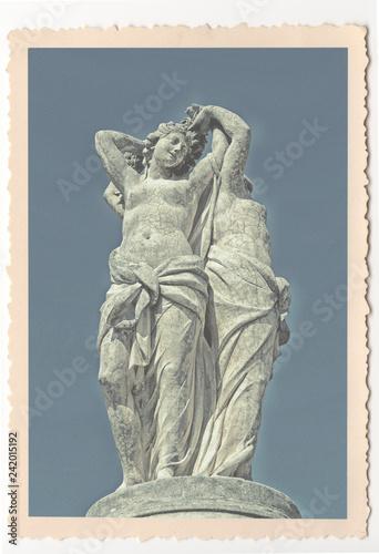 Tuinposter Historisch mon. Statue des Trois Grâces - Montpellier - vintage photograph