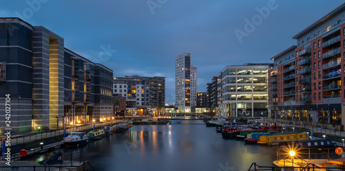 Foto  Leeds Docks at dusk